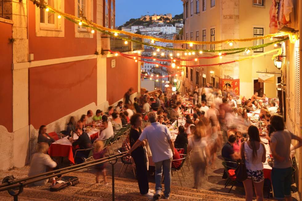 Barrio Alto. Una de las a´reas de ocio nocturno más concurridas y populares de la ciudad de Lisboa.