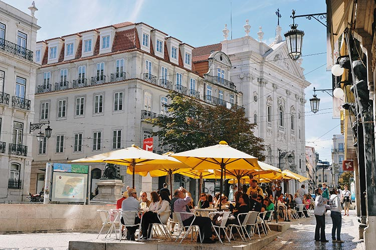 Chiado, fantástico para callejear durante el dia y las primeras horas de la noche. El centro de Lisboa.