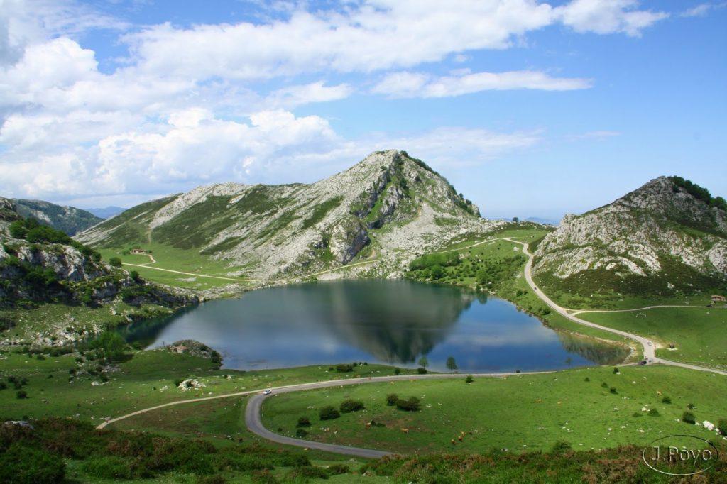 Lago de Enol y muy cerca, el de La Ercina