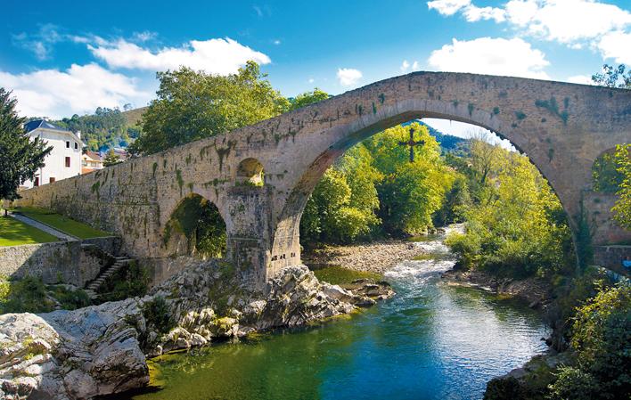 Puente romano y Cruz de la Victoria