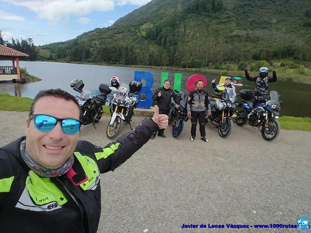 Foto de Grupo junto a la Laguna de Busa, al pie del Cerro de San Pablo