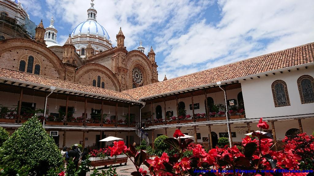 Vista de la Catedral desde uno de los patios coloniales entre ésta y la calle Gran Colombia