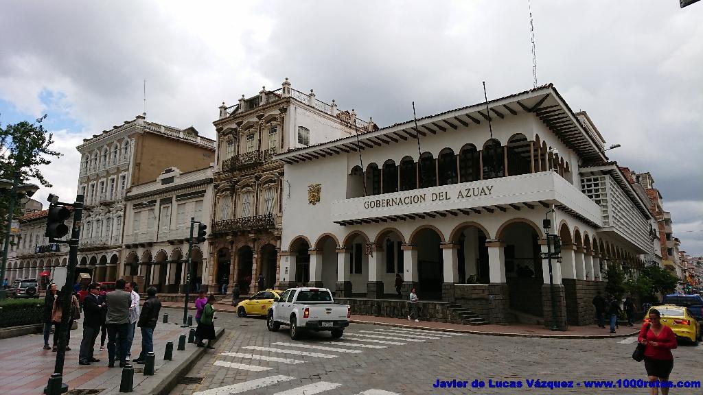 Edificio de Gobernación Provincial. En la calle Simón Bolívar, frente al Parque Calderón