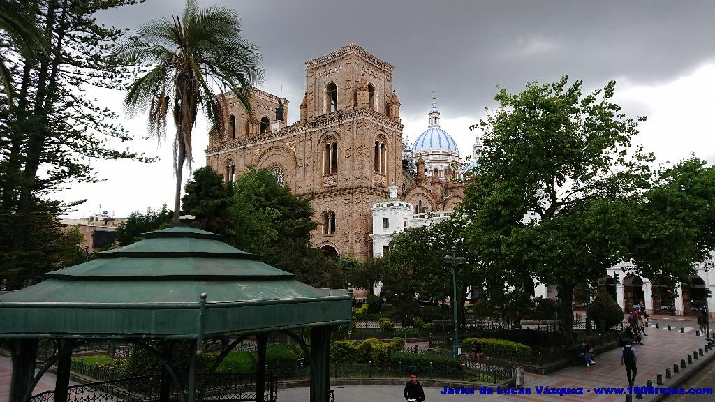 Catedral Nueva de Cuenca desde el Parque Calderón.