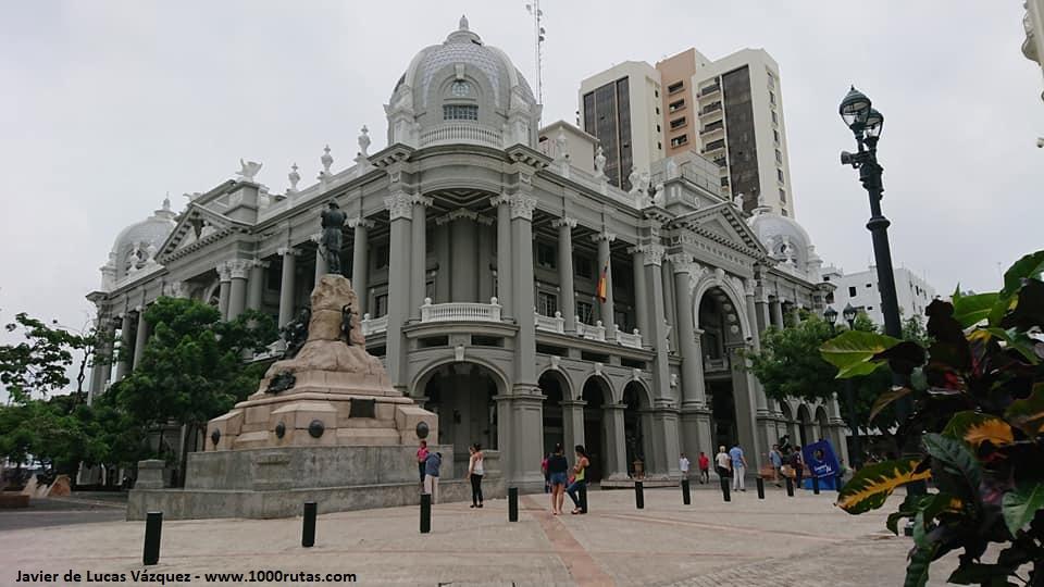 Municipalidad de Guayaquil, el corazón administrativo de la ciudad portuaria.