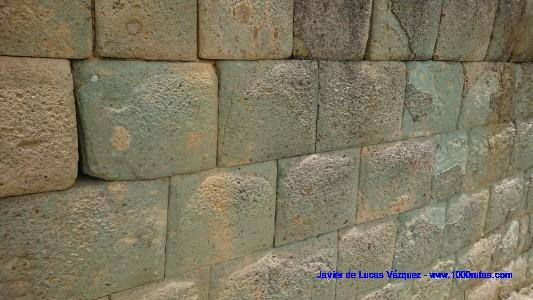 Muros constructivos incas. Piedra perfectamente pulida y encajada.