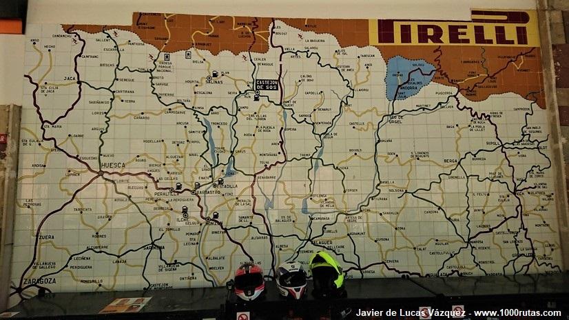 Mapa de carreteras en la gasolinera Repsol de Castejón de Sos