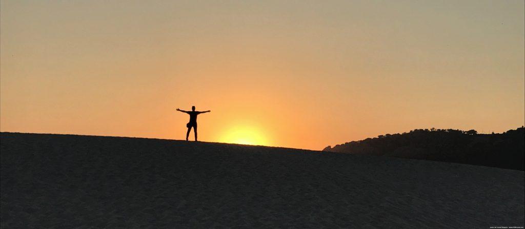 El sol se pone sobre la duna de Bolonia