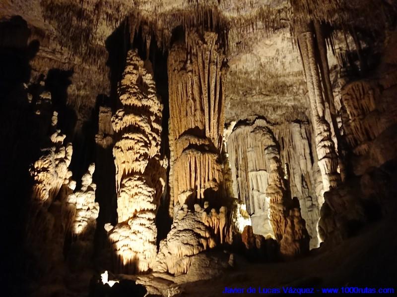 Interior de la Cueva del Drach