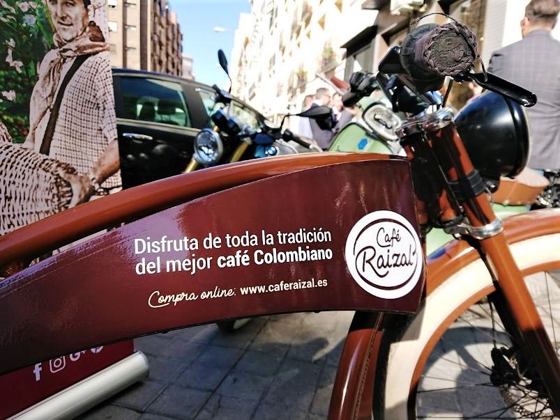 La llamativa bicicleta eléctrica de Café Raizal