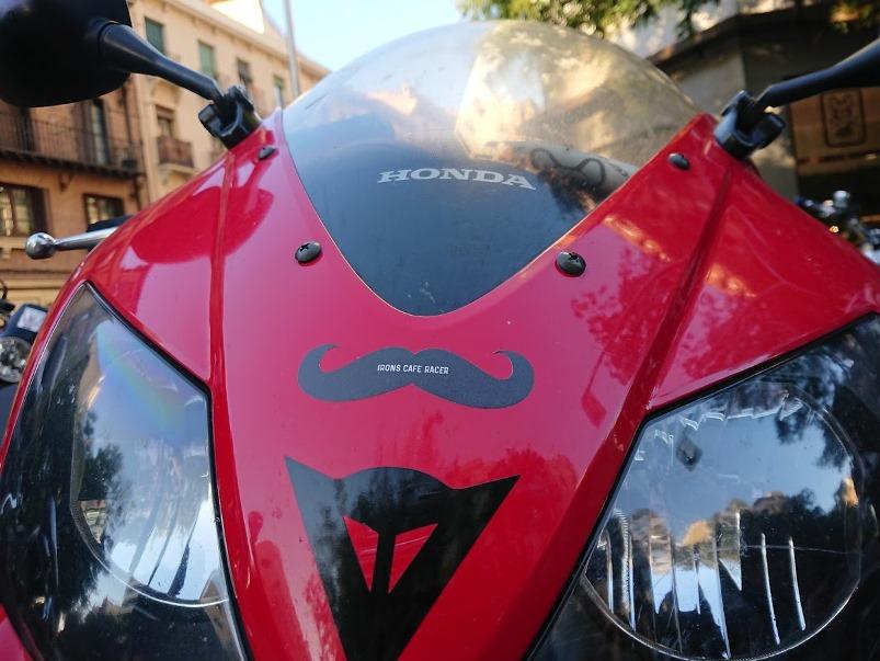 Mi Honda CBR con bigote