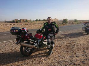 Un alto en el camino, en ruta a las Gargantas del Todra, Marruecos
