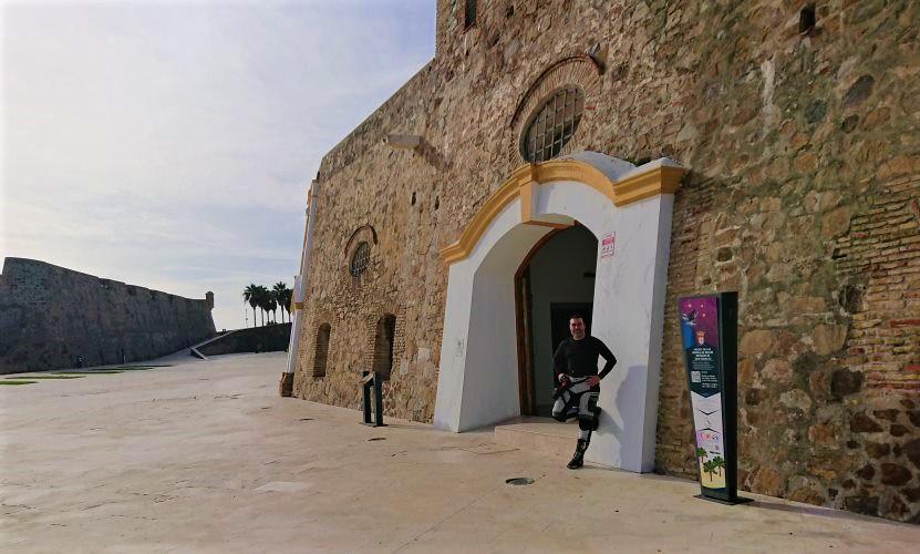 Murallas Reales. Entrada a la galeria de exposiciones de la Plaza de Armas