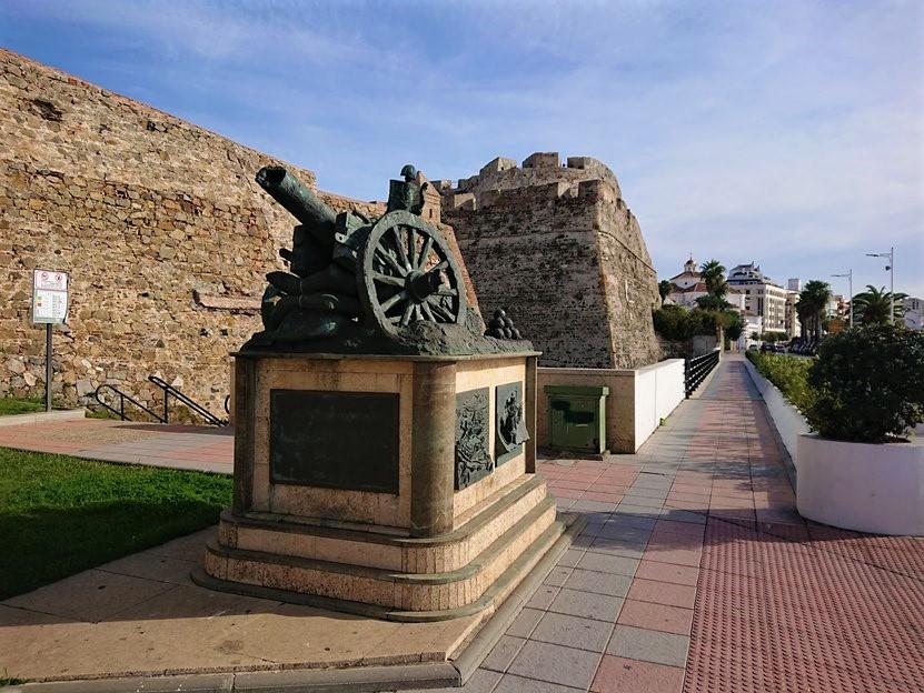 Monumentos junto al Semibaluarte de Santa Ana