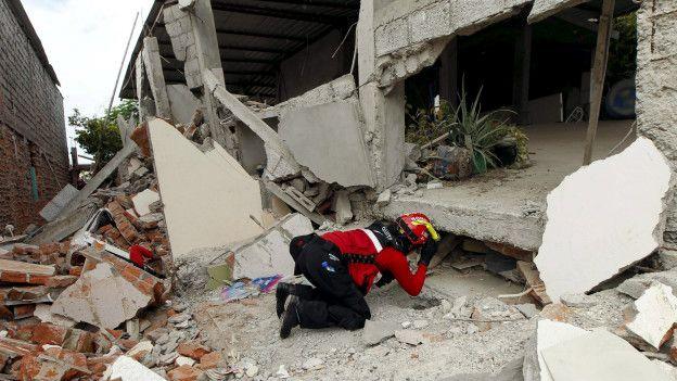 Muchos edificios se desplomaron en Manta, si bien los mayores daños se produjeron el la cercana Pedernales