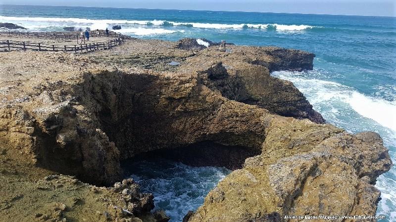 El paseo comienza desde La Chocolatera por la Playa de la 3 Cruces