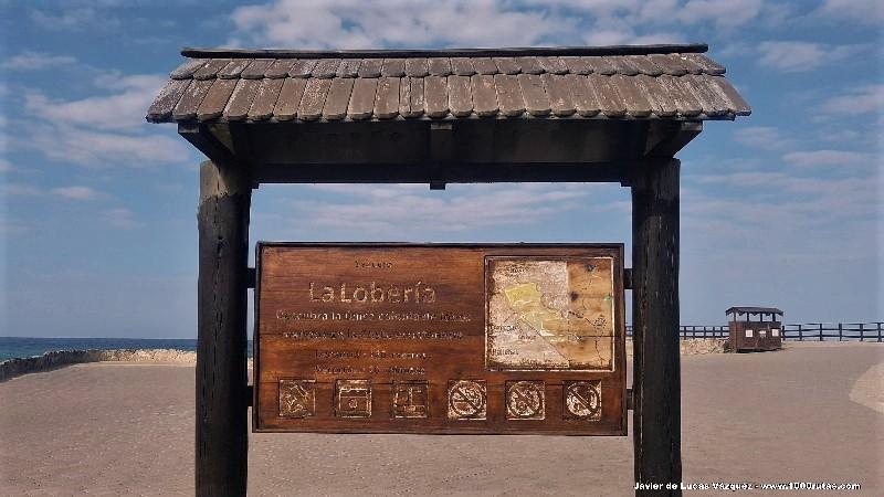 Panel informativo en el acceso al mirador de La Lobera