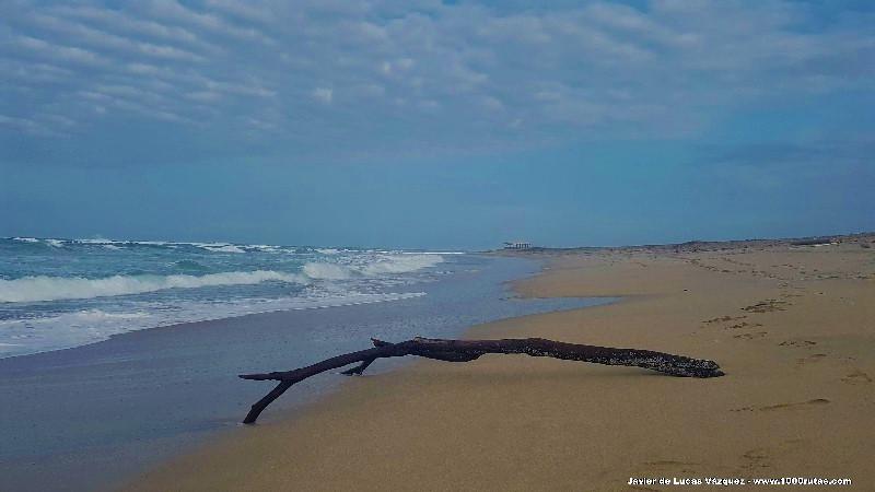 La hermosa y poco concurrida Playa del Mar Bravo ofrece unas imágenes espectaculares.