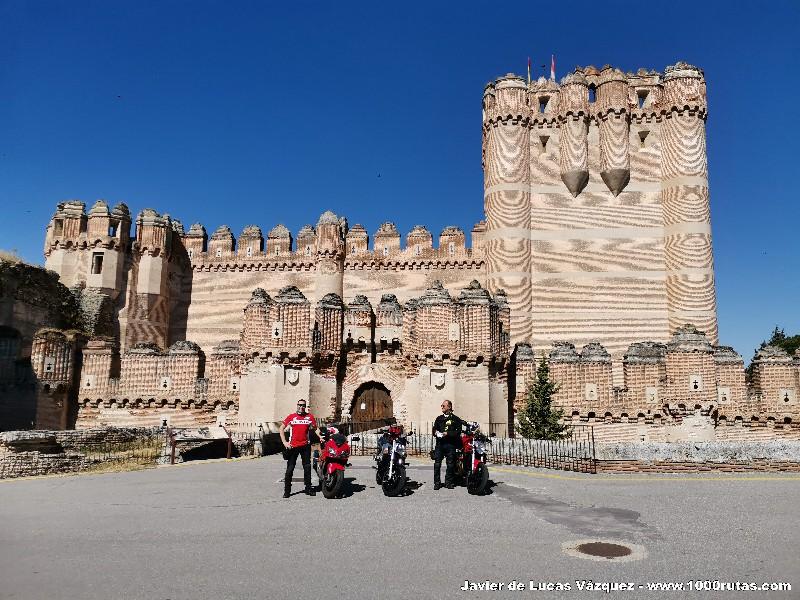 A las puertas del Castillo de Coca