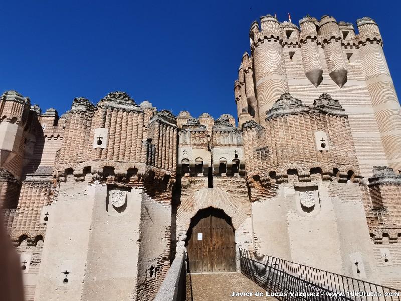 Puerta de entrada del Castillo, sobre el foso